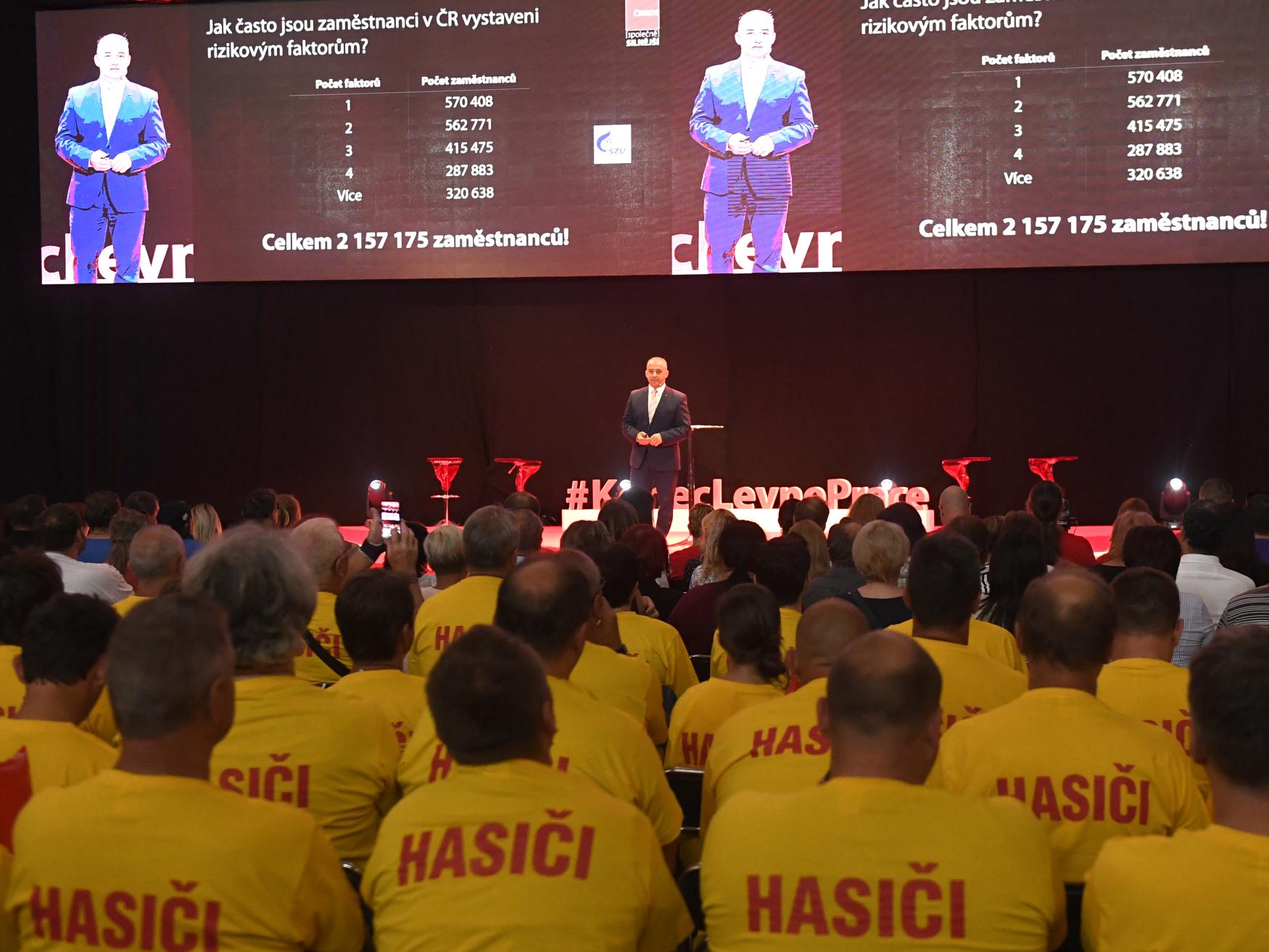 Předseda Českomoravské konfederace odborových svazů Josef Středula vystoupil na shromáždění odborářů před kolektivním vyjednáváním o růstu mezd ve firmách