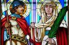 Svatý Václav a svatá Ludmila. Vitráž v kostele svatého Cyrila a Metoděje v Olomouci