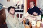 Jan Vodňanský s Václavem Havlem v roce 1979 v kuchyni u Vodňanských na Zahradním městě (foto Jitka Vodňanská)