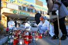 Svíčky před Fakultní nemocnicí v Ostravě