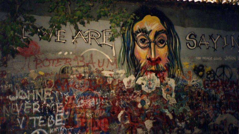 Lennonova zeď v listopadu roku 1993