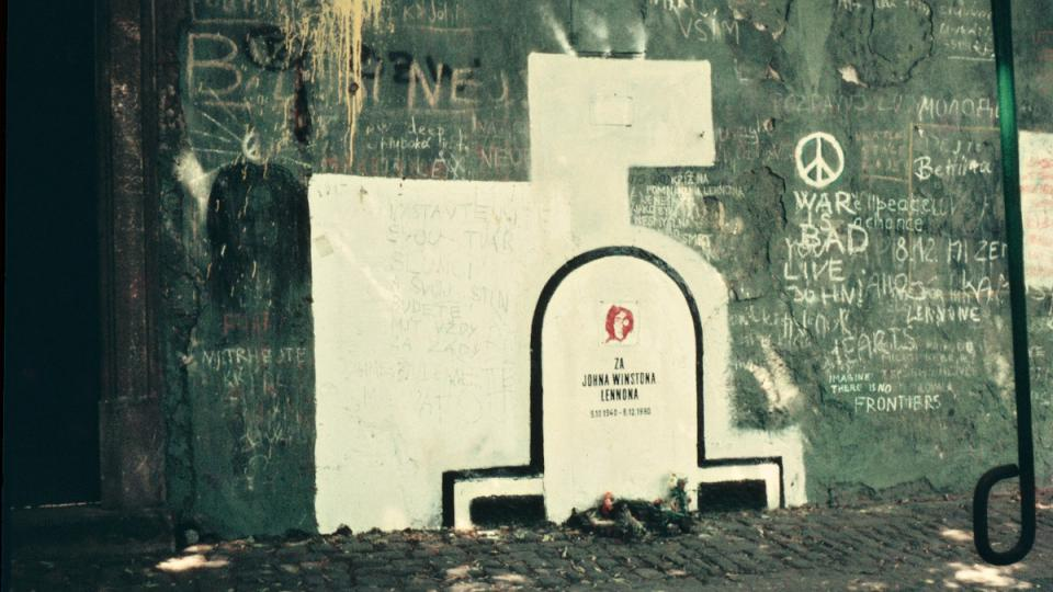 Lennonova zeď v roce 1983