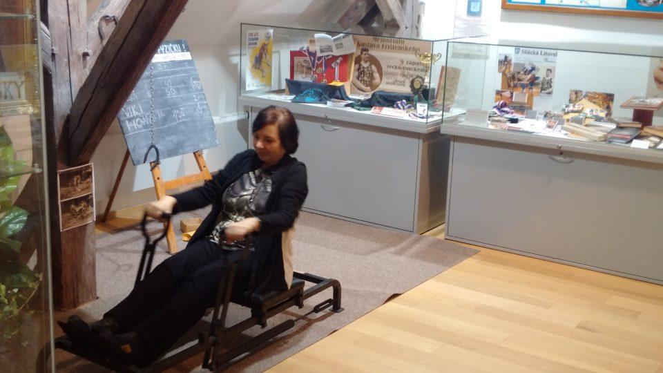 Zdenka Frištenská v expozici litovelského muzea