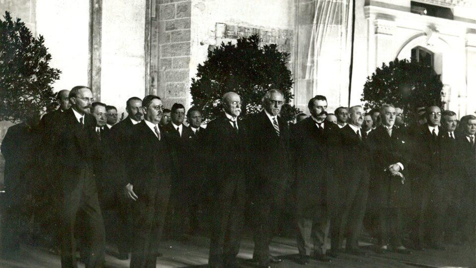 Československý vládní kabinet kolem roku 1930, druhý zleva  Jan Malypetr, dále prezident T. G. Masaryk a ministři František Soukup a František Udržal