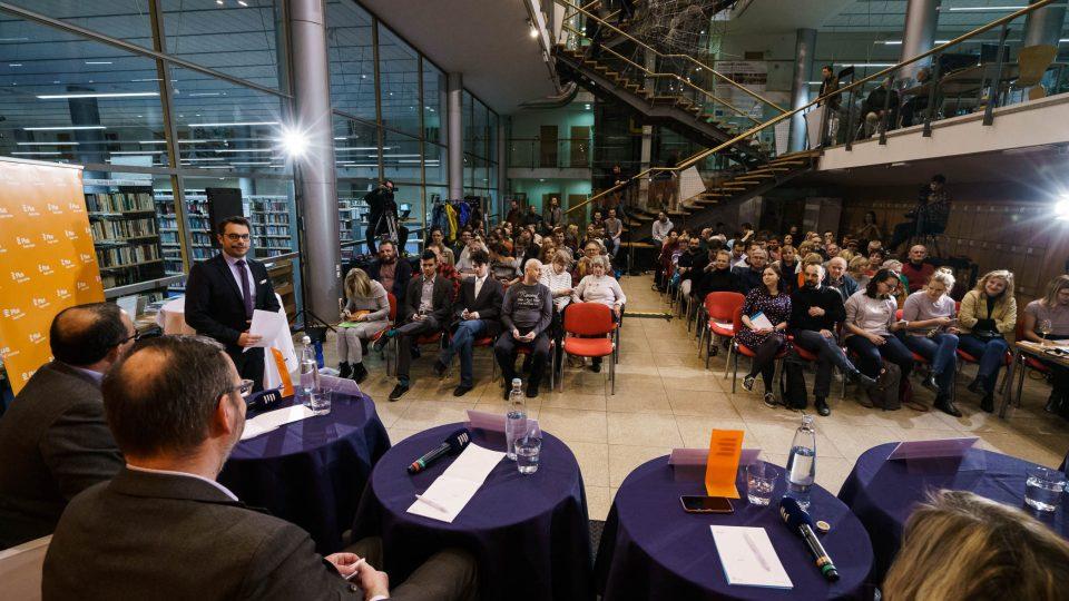 Diváci veřejné debaty Plusu v Liberci