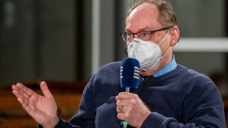 Jiří Kostečka, uznávaný pedagog autor učebnic českého jazyka, dnes učitel Gymnázia Hořovice a ZŠ Cerhovice