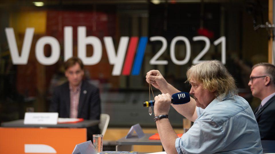 Čtvrtá předvolební debata Plusu a Radiožurnálu se zástupci stran a hnutí
