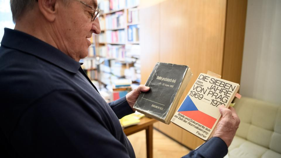 Prečan a jeho kniha Sedm pražských dnů, která z něj udělala nepřítele KSČ