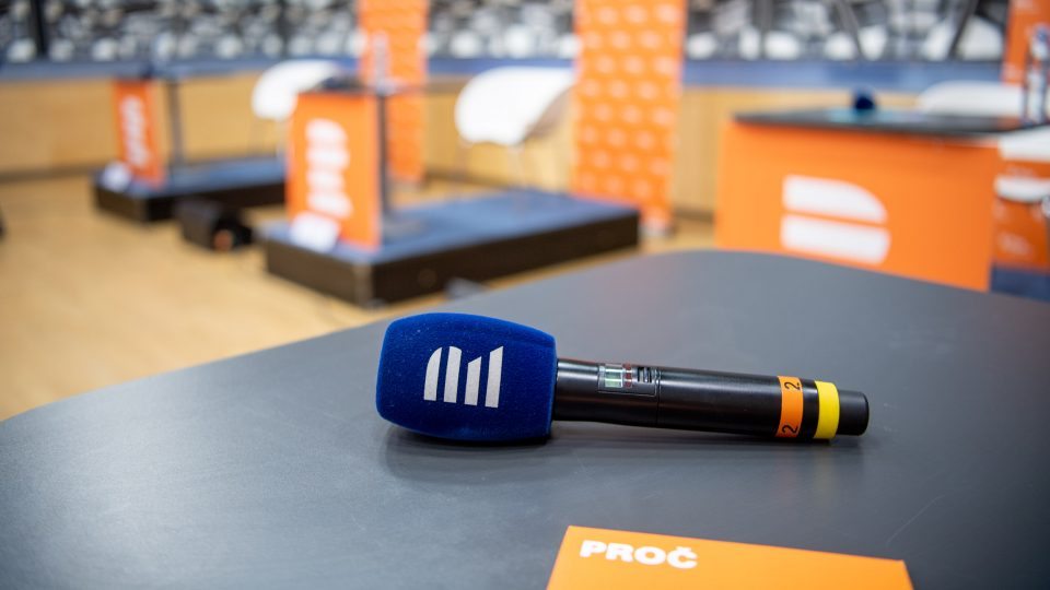 debata Plusu - mikrofon je připraven