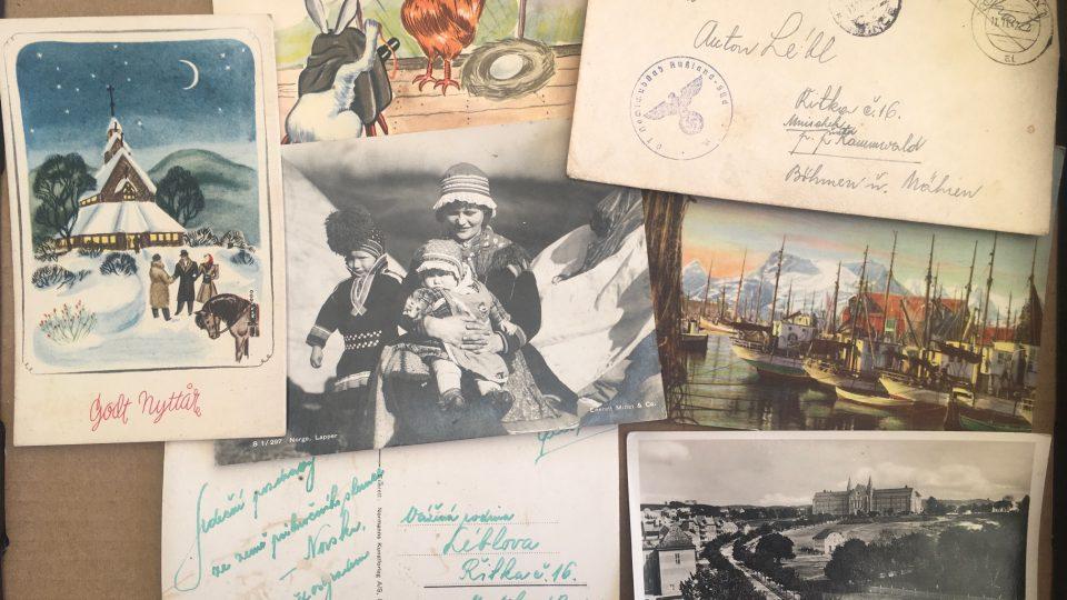 Nasazení v Norsku posílali příbuzným do protektorátu pohlednice místní přírody a pamětihodností. Idylické pohledy vzbuzovaly naději, že se jim dařilo dobře