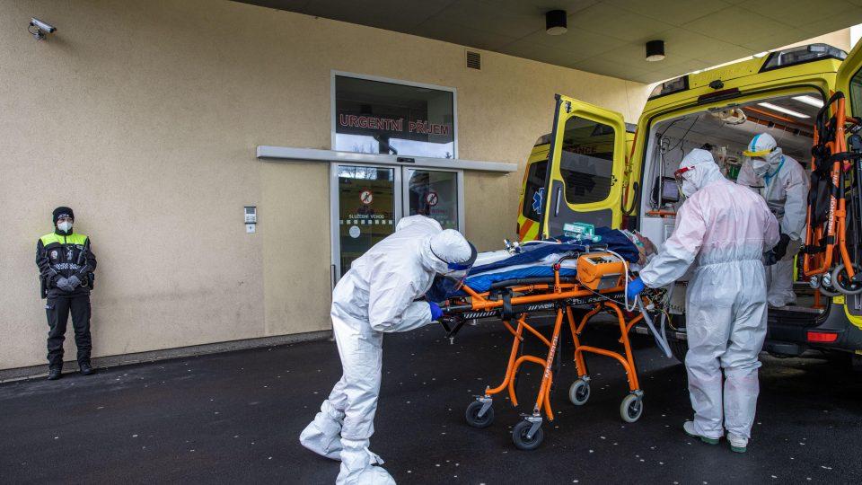 S reportérem Respektu o přetížené nemocnici v Chebu