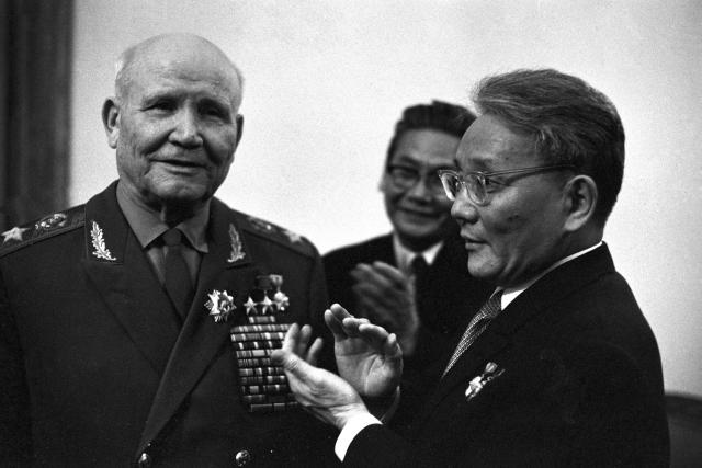 Maršál Koněv a mongolský politik Jumdžágín Cedenbal