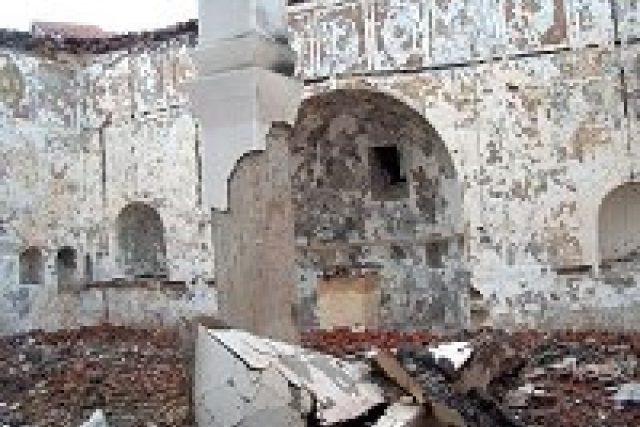 Z chrámu zbyly jen ohořelé zdi
