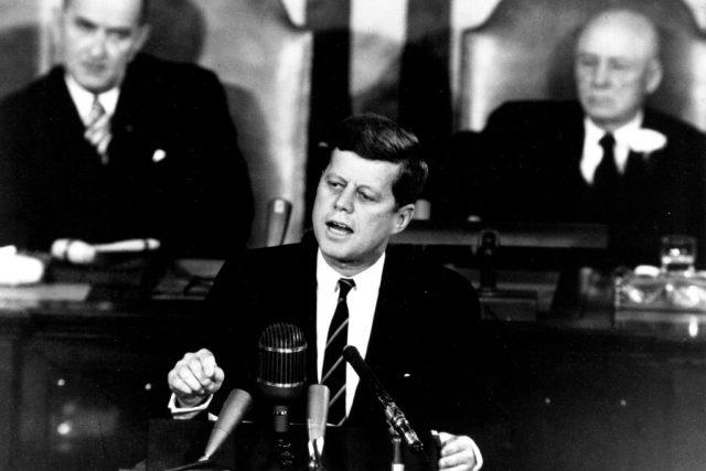 Historický projev prezidenta Kennedyho o Apollu ke Kongresu