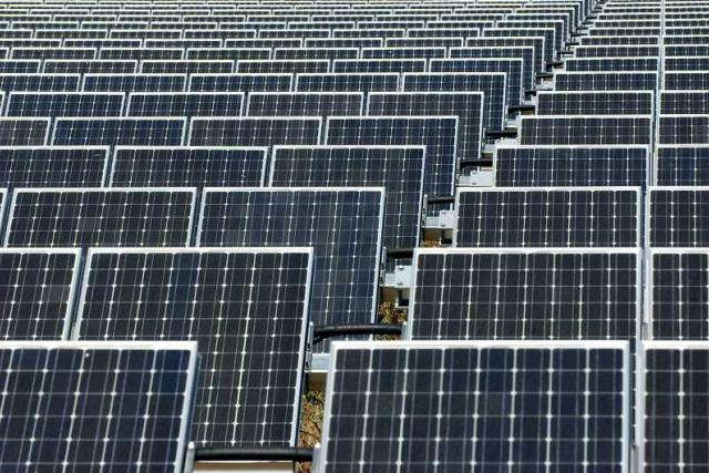 Fotovoltaické panely (Serpa, Portugalsko)