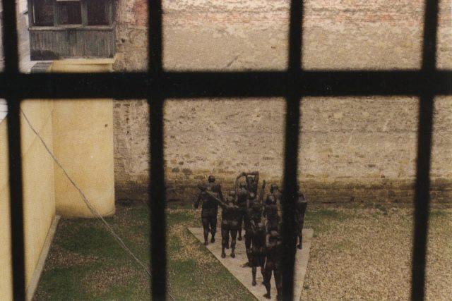 Pohled z cely bývalé věznice, v níž byli v 50. letech koncentrováni političtí vězni