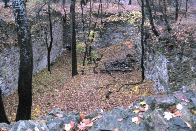 Nový hrad u Kunratic v listopadu 2009