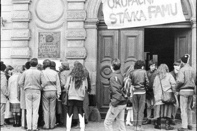 Listopad 1989, stávka studentů