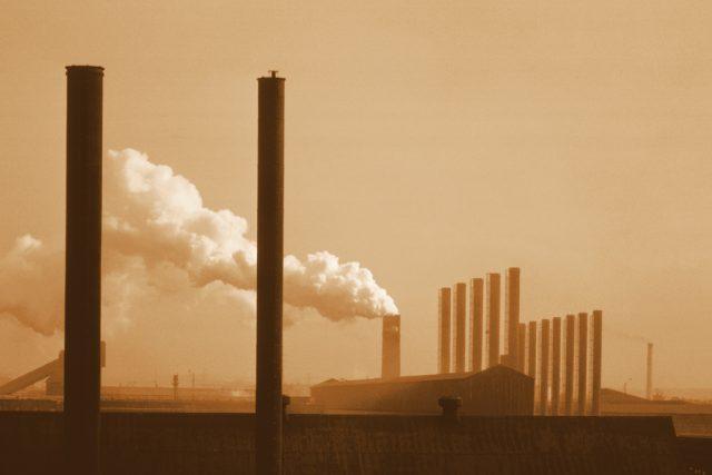 Tovární komíny | foto:  Comstock Images