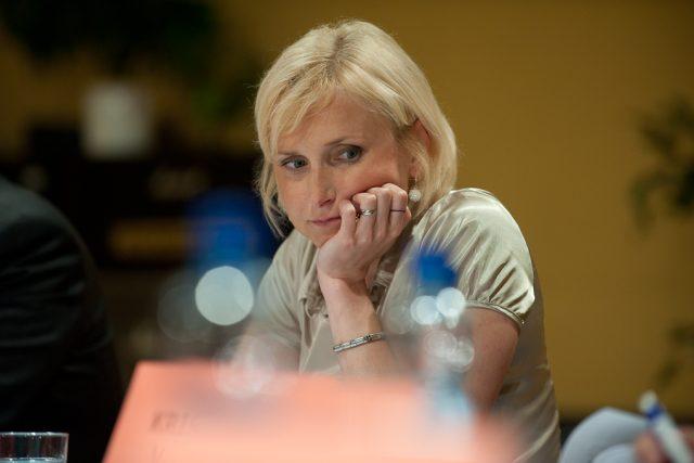 Kateřina Konečná za KSČM ve volební diskuzi s Martinem Veselovským v budově Českého rozhlasu v Ostravě dne 20.5.2010