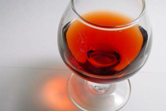 Sklenice brandy (ilustr. obr.)
