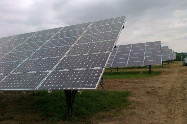 Slavnostní zahájení provozu největší české solární elektrárny Vepřek na Mělnicku