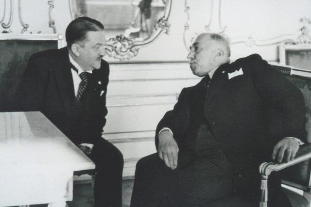 35. Alois Eliáš s prezidentem Emilem Háchou.jpg