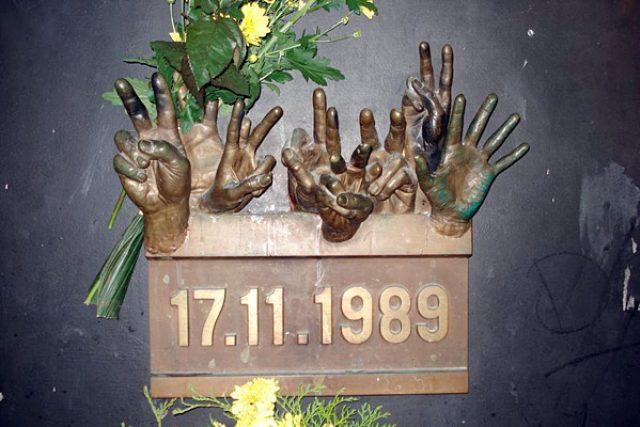 Pomník k 17. listopadu 1989