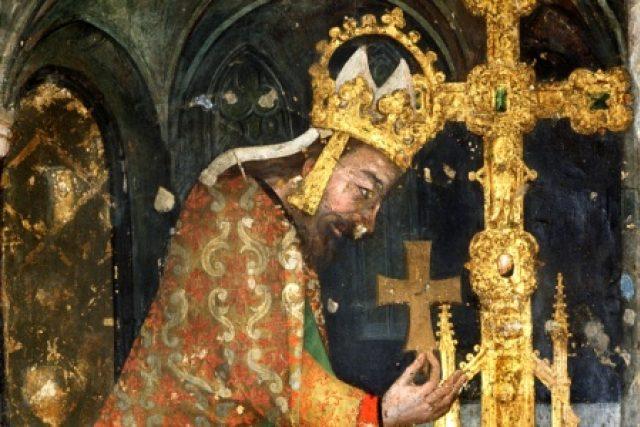 Český král a římský císař Karel IV. vstupoval do kaple svatého Kříže vždy s pokorou