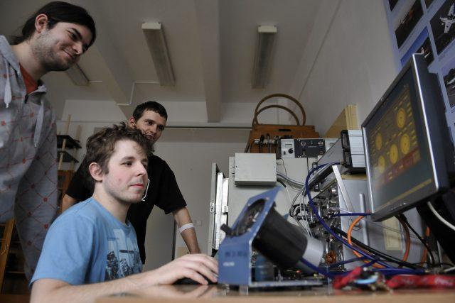 Podle průzkumů by v nejvyspělejších zemích světa chtěly mít vlastní firmu dvě třetiny mladých lidí | foto: Filip Jandourek