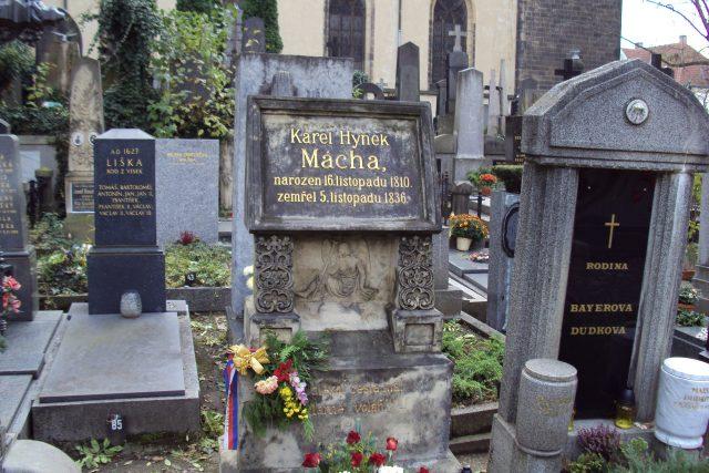 Hrob Karla Hynka Máchy na Vyšehradě (foto uživatel Zákupák)