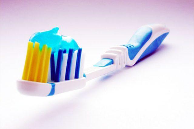 Zubní kartáček (ilustr. obr.)