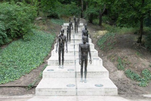Památník obětem komunismu v Praze na Újezdě