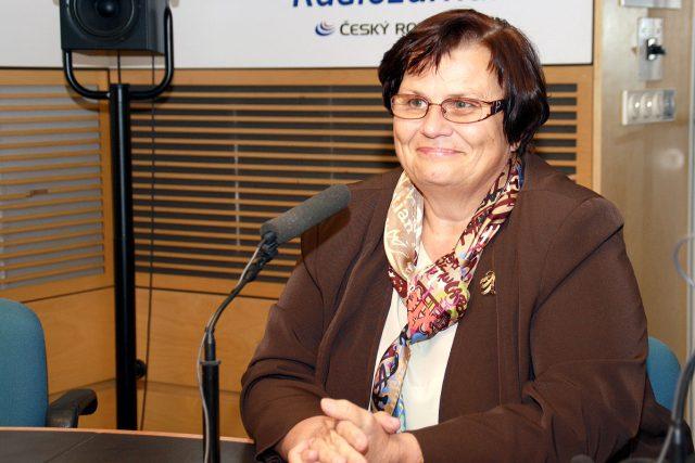 Místopředsedkyně ČSSD Marie Benešová před vysíláním Dvaceti minut Radiožurnálu