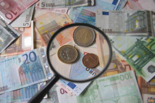 Euro, lupa, ilustrační foto
