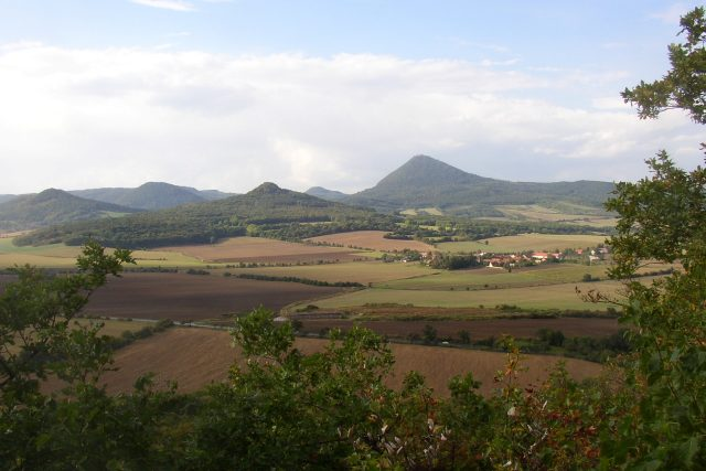 České středohoří,  pohled z Borečského vrchu k severozápadu   foto: Wikipedia,  public domain - volné dílo,  Miaow Miaow