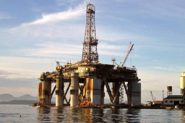 Stavba ropné plošiny, ilustrační foto