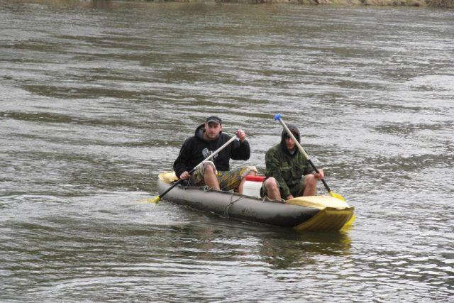 První vodáci na řece