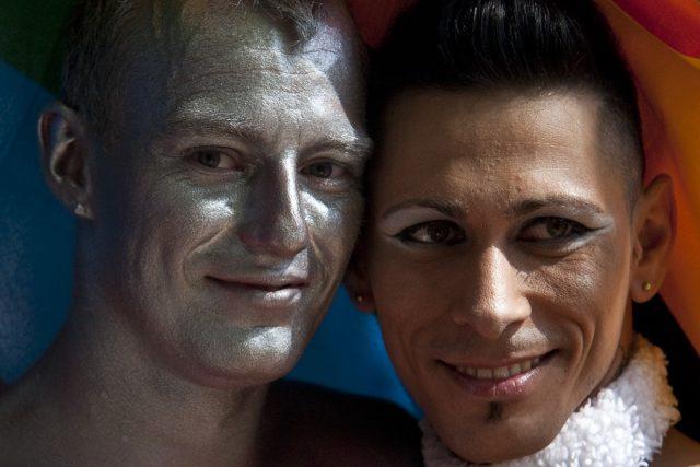 Průvod účastníků Prague Pride prošel Prahou
