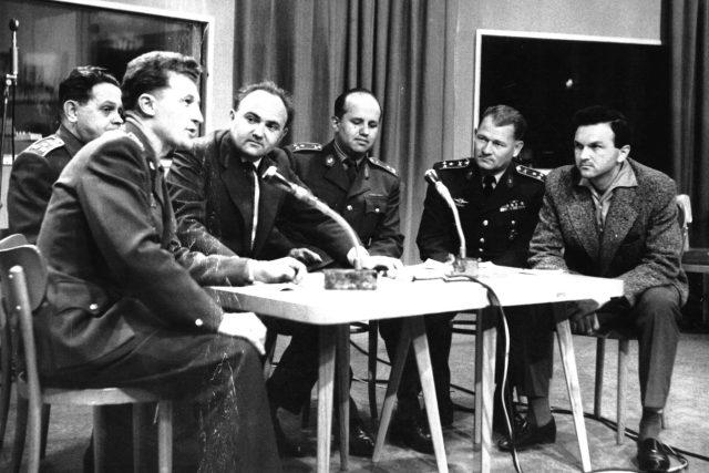 Výstava 40T10, Armádní vysílání; Slavomil Vondrášek, vpravo Zdeněk Svěrák (1963)