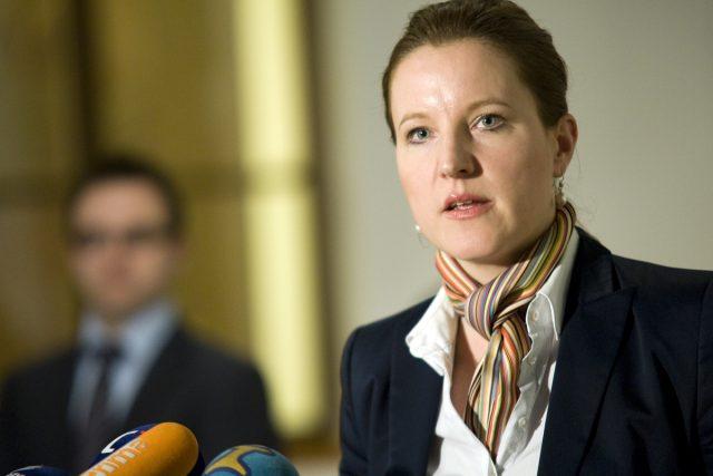 Karolína Peake při brífinku po jednání strany LIDEM