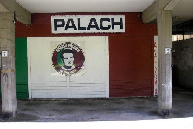 Prostor k setkáním věnovaný Janu Palachovi v Olympijské vesničce v Římě