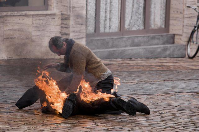 Záběr z filmu Hořící keř