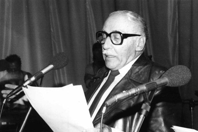 Miloš Kopecký v rozhlasovém studiu v roce 1986 | foto: Archivní a programové fondy Českého rozhlasu