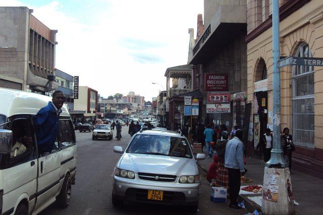 Moderní střed Harare   foto: Jan Prokeš