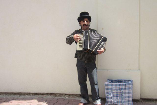 Busking, pouliční muzikant