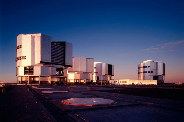 Dalekohled VLT (Very Large Telescope) na Evropské jižní observatoři v Chile