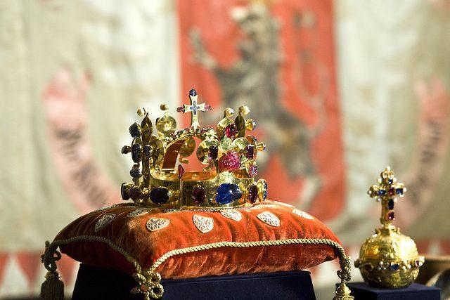 Korunovační klenoty byly slavnostně vyzvednuty z Korunovační komory