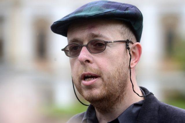 Akademik Martin C. Putna vystoupil na briefingu na Hradčanském náměstí