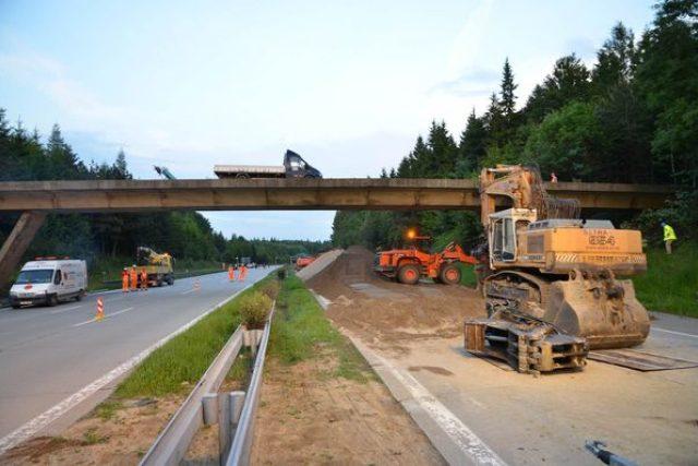 demolice mostu na 107. kilometru dálnice D1